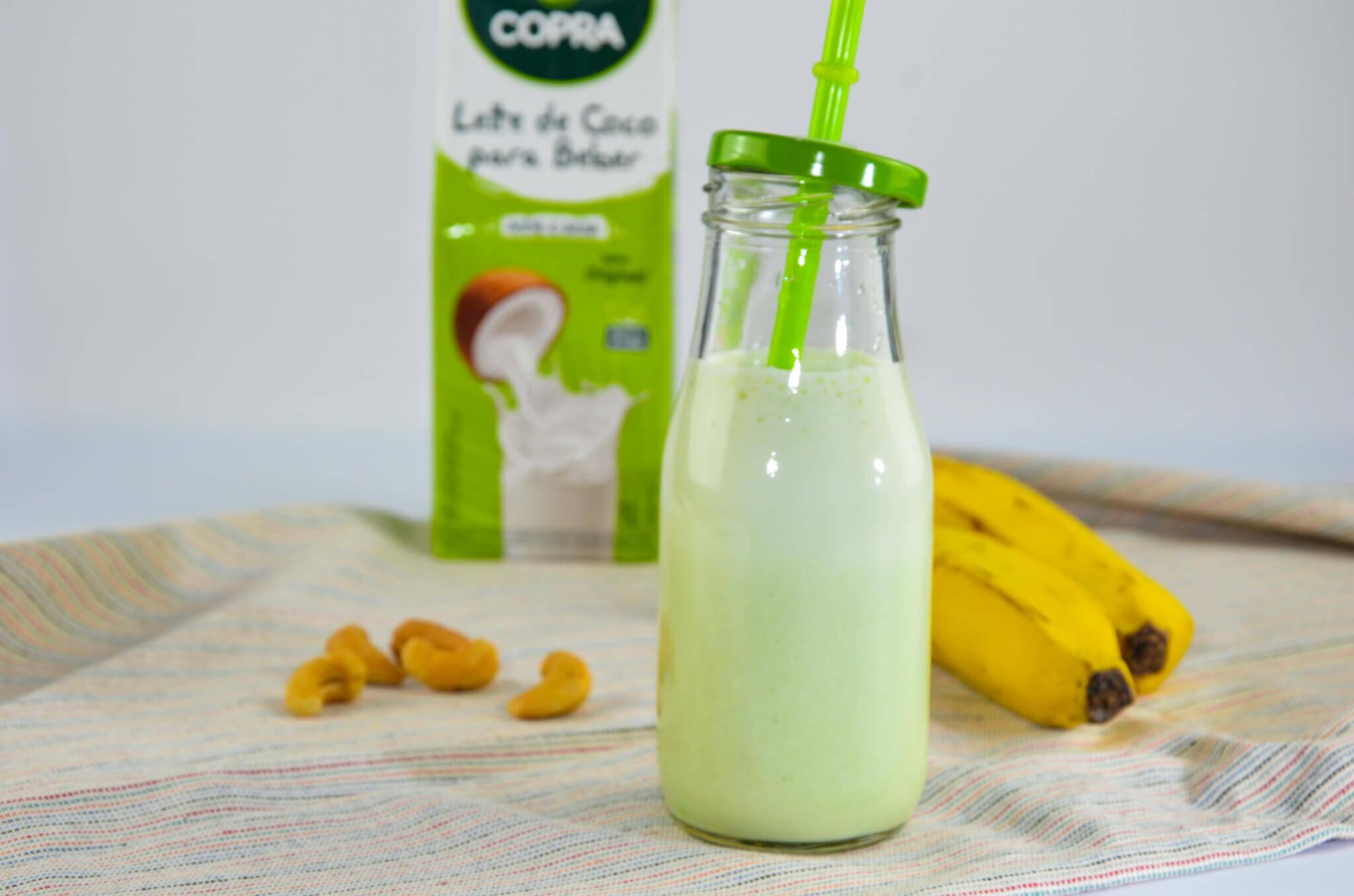 Smoothie de Banana, Salsinha e Castanha de Caju