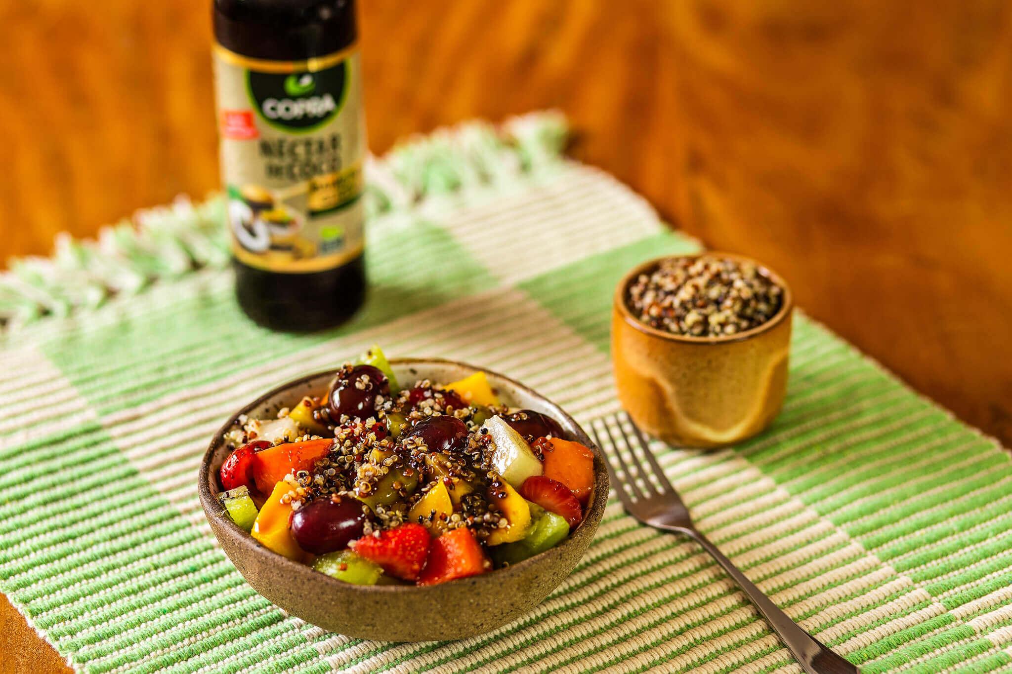 Salada de Frutas com Quinoa e Néctar de Coco